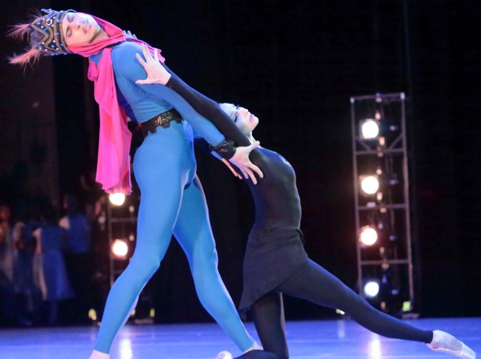 Благотворительный гала-концерт звезд оперы и балета на сцене Александринского театра.