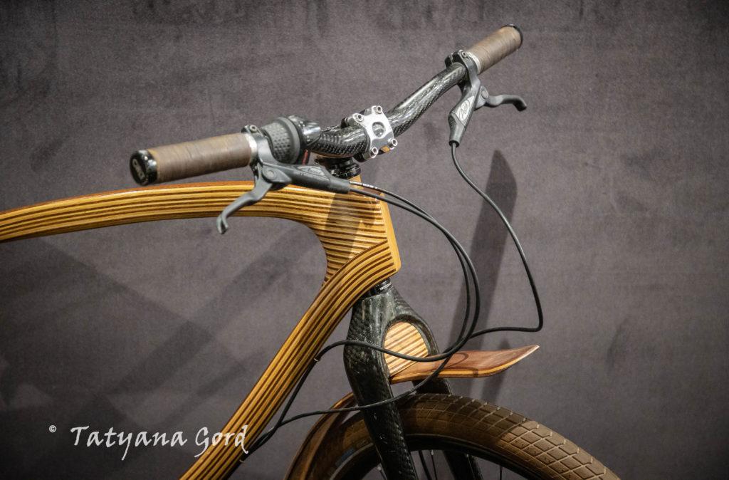 """""""В обнимку с велосипедом"""" - интересные встречи на выставке с таким названием на Итальянской, д 5."""