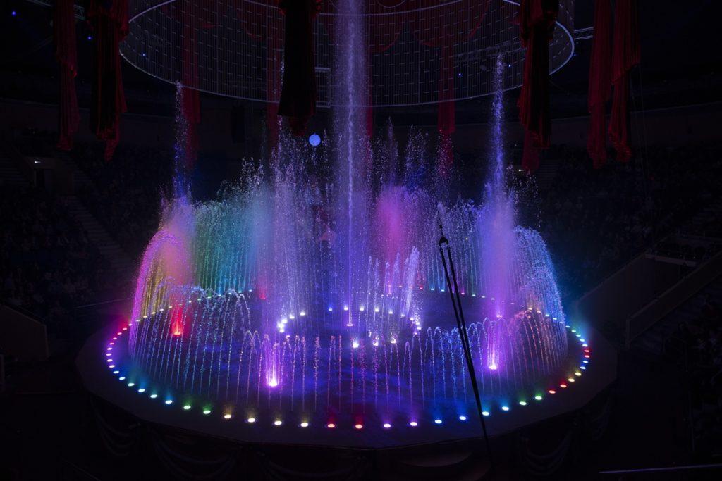 В цирке на Фонтанке премьера шоу фонтанов – «Принц цирка».