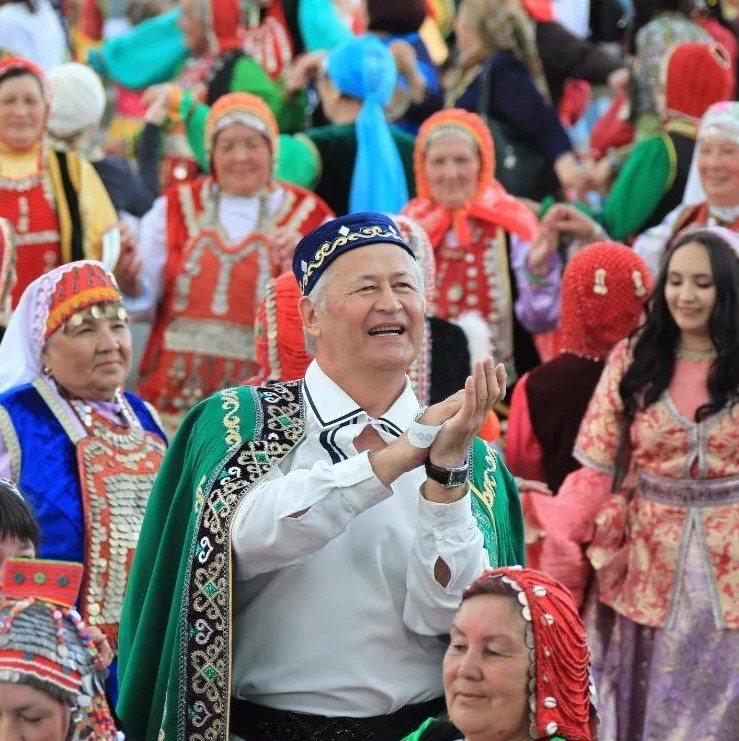 Фестиваль обычаев и традиций народов России в БКЗ «Октябрьский».