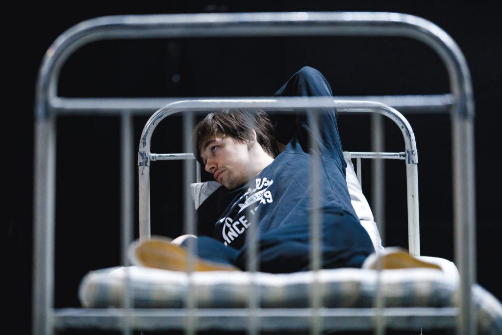 «Я сижу на берегу». Премьера 20, 21 марта