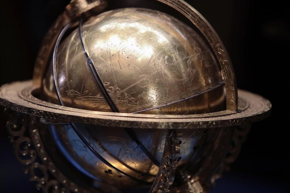 """Выставка """"Модель Вселенной эпохи Ренессанса"""" в Пикетном зале Зимнего дворца"""