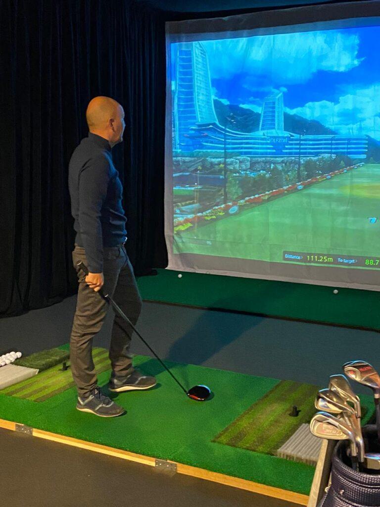 12 декабря в России заработал круглогодичный симуляторный Гольф-центр